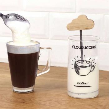 Mousse de lait en 10 secondes Cookut