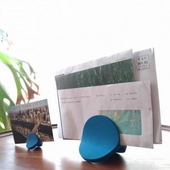 Pince pour les papiers bleu