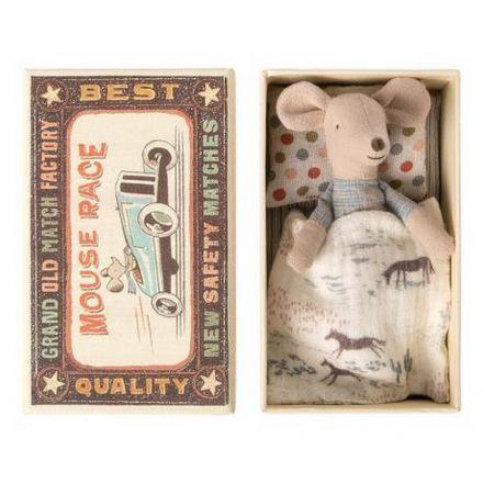 Petite souris petit frèrer dans sa boîte d'allumettes Maileg