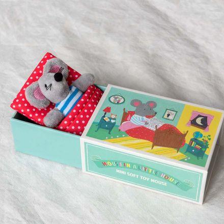 Petite souris dans son lit